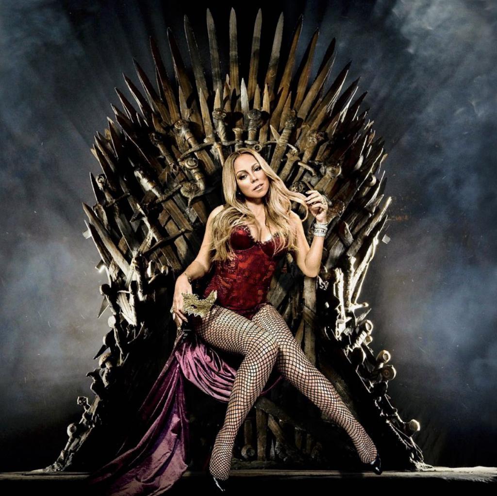 "Mariah Carey sentada no trono de ""Game of Thrones"""