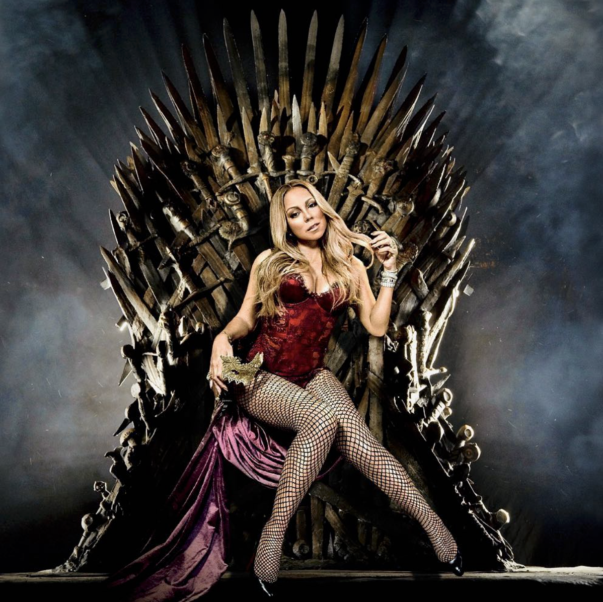 "Mariah Carey sentada no trono de ""Game of Thrones"""